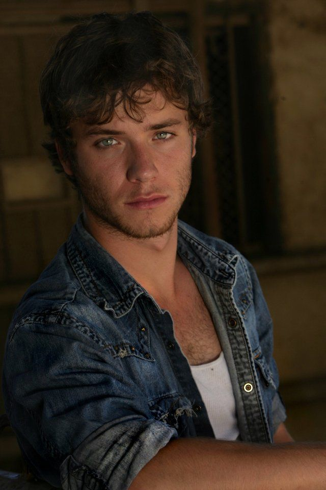 Jeremy Sumpter, Peter Pan grew up to be a hottie!