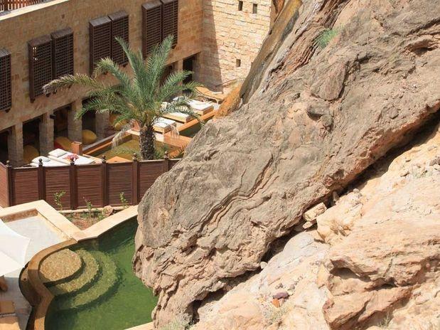 Quero ir!   O Evason Ma'In Hot Sprints é um hotel da Jordânia, construído a 264 metros abaixo do nível do mar, próximo ao Mar Morto. O spa Six Senses do Evason usa propriedades naturais de águas termais que cercam o hotel, com tratamentos corporais que incluem esfoliações, massagens e máscaras faciais.