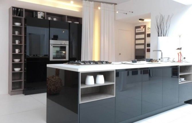 Black gloss kitchen in a modern & uncluttered slab style.
