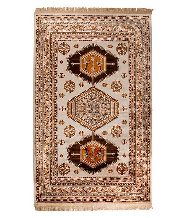 Vloerkleed Jar heeft geweldige klassieke patronen. Deze patronen bevatten Egyptische en Azteekse symbolen en lijnen. U kunt kiezen uit drie prachtige kleuren.