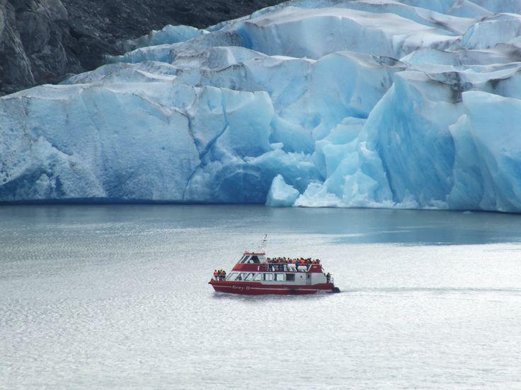 Acercamiento_Catamaran_a_Glaciar_Grey.