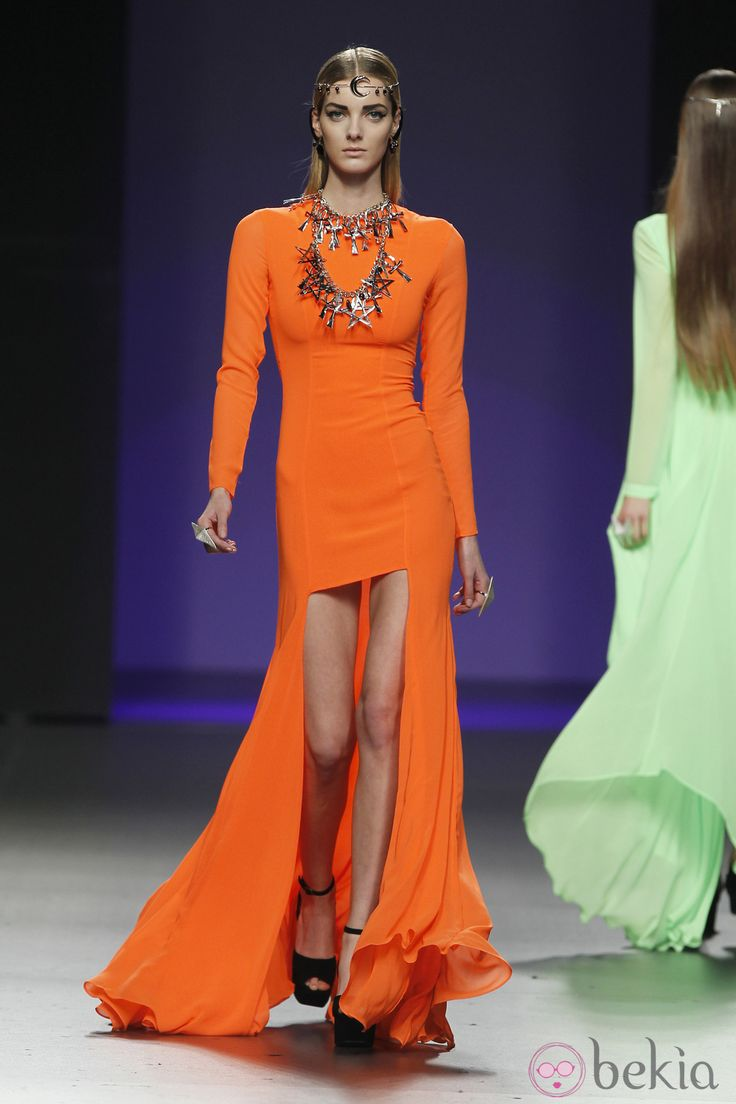Vestido naranja de María Escoté en Madrid Fashion Week