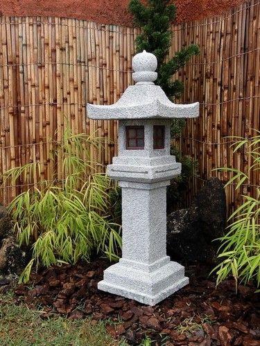 O Modelo Shimen Shinto pertence à família de lanternas Japonesas denominadas de Shinto, tendo um pedestal alto como característica principal.        É um dos mais usados para a montagem do tsubo-niwa (Jardim Japonês Moderno), pelo seu desenho mais limpo, e por ser possível entalhar ideogramas na sua base.        É entalhado em Rocha esteatita Dura, teto quadrado, com receptáculo elétrico embutido.