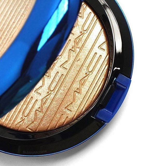"""MAC """"Oh Darling' Glow Highlighter. I need this in my life, but of course it's sold out everywhere!"""