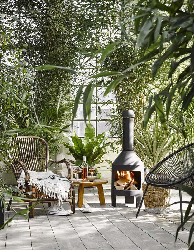KARWEI | Maak een heerlijke loungeplek met een sfeerhaard en een fijne stoel. #karwei #tuin #haard #tuininspiratie