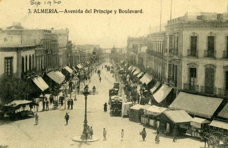 Vistas del actual Paseo de Almería y Puerta Purchena (1930)