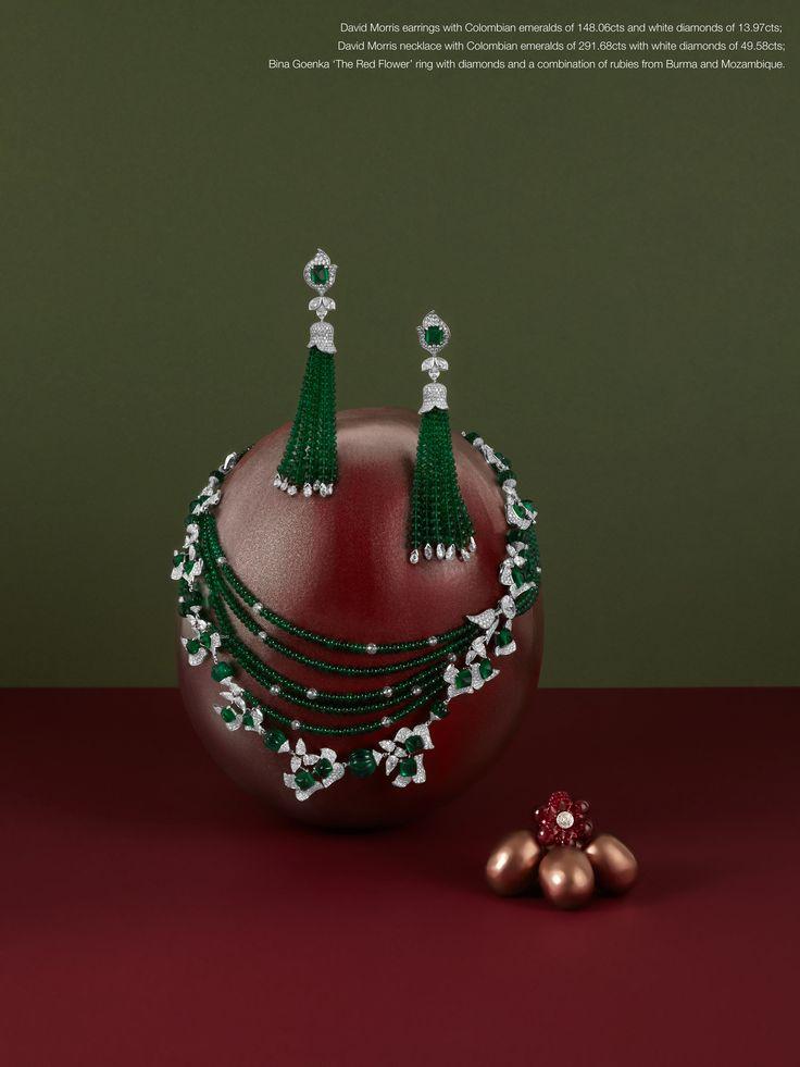 David Morris náušnice s kolumbijských smaragdů od 148.06 CTS a bílými diamanty 13,97 CTS;  David Morris náhrdelník s kolumbijských smaragdů z 291.68 CTS s bílými diamanty 49.58 CTS;  Bina Goenka 'The Červený květ' prsten s diamanty a rubíny kombinace z Barmy a Mozambiku