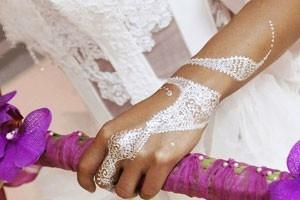 Tatouage poudre de diamant dans notre salon de tatouage partenaire à Paris 10 ème.