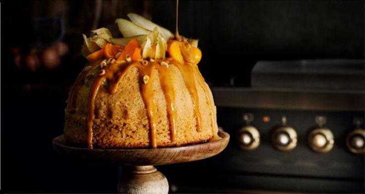 """Päronkaka med kolasås och färsk frukt Recept av Liselott Forslin Saftig och god kaka som får smak av ingefära och kanel och toppas med söt kolasås, så kallad """"karamelliserad mjölk"""" och färsk frukt samt pinjekärnor. 8-10 personer 5 dl vetemjöl 2 dl råsocker 2 tsk bakpulver 1 krm salt 2 tsk mald ingefära 1 tsk …"""