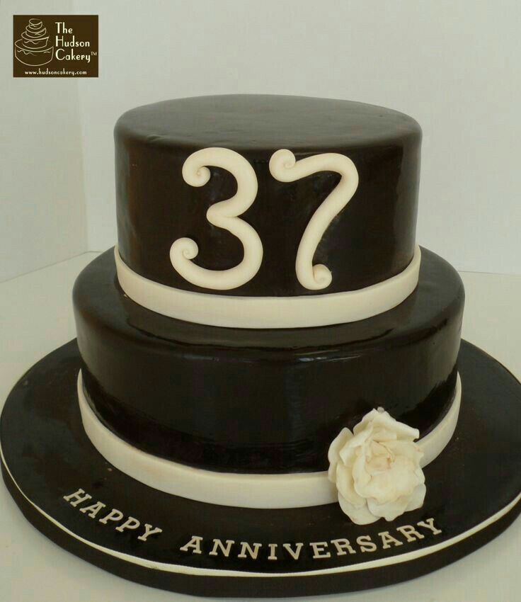 Ulang Tahun Perkawinan Lie Lie A Yauw 25 Januari 2018 Anniversary Cake Marriage Anniversary Cake 37th Wedding Anniversary