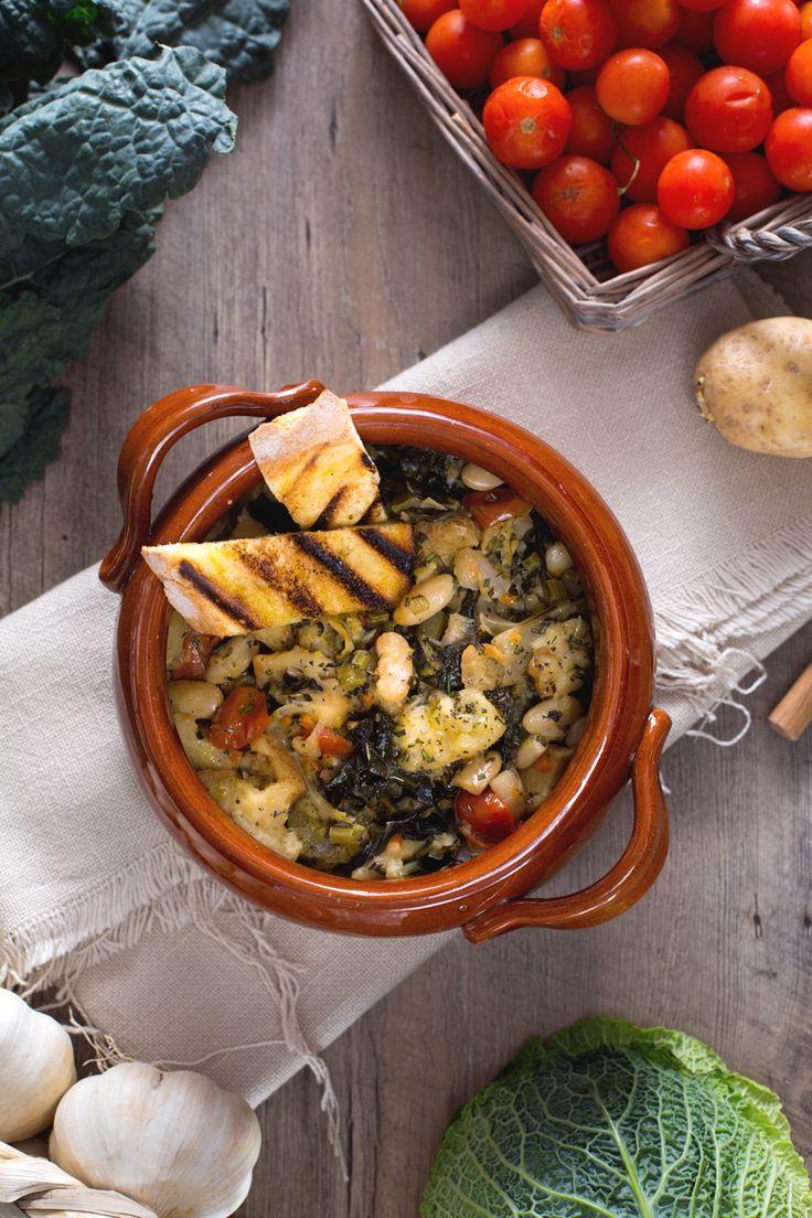 La Ribollita è sicuramente uno dei piatti tipici più conosciuti della tradizione gastronomica Toscana.