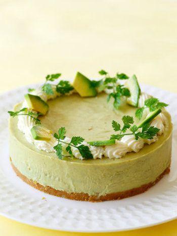 レア・ベイクド・スフレ】お家でお菓子作りを楽しもう。手作りチーズ ... 何とアボカドを加えたレアチーズケーキ!アボカドと、クリームチーズの濃厚クリーミー