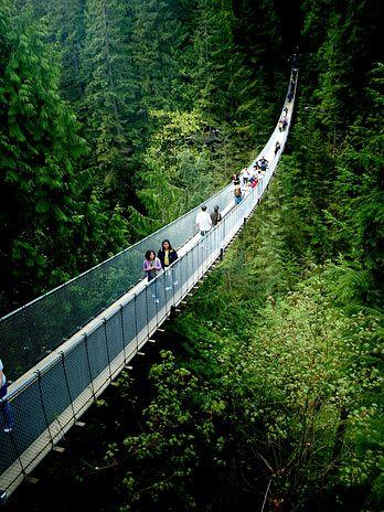 Turismo natural. Capilano Suspension Bridge in North Vancouver (Canada). Invariable de comodidad y accesibilidad.