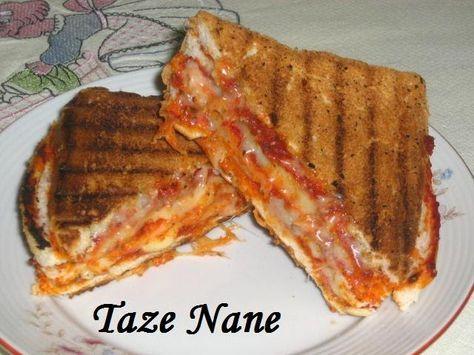 Malzemeler  3 dilim tost ekmeği  2 yemek kaşığı salça  1 çay bardağı rendelenmiş kaşar peyniri  1 tatlı kaşığı kekik  yarım tatlı kaşığı p...