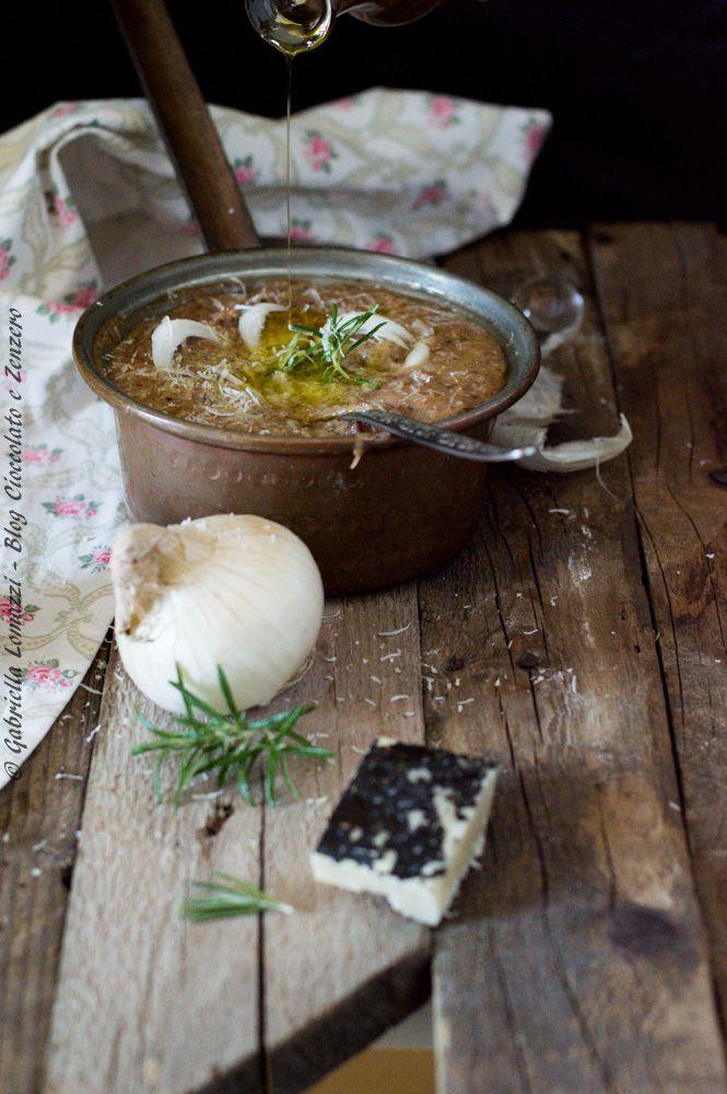Zuppa di pane nero e cipolle