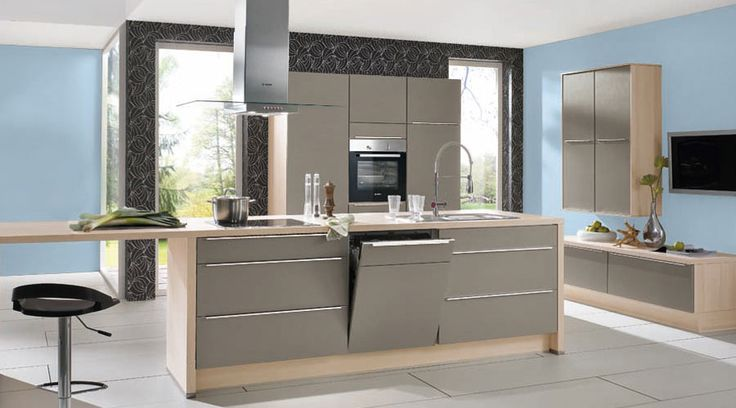 Lackierte Front in Fango matt, Küche durch die Umfeldfarbe - küche hochglanz oder matt