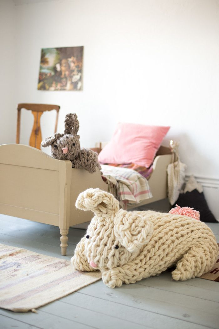 Imagine this arriving Easter day! Giant Knit Bunny http://www.flaxandtwine.com/2016/03/giant-knit-bunny/?utm_campaign=coschedule&utm_source=pinterest&utm_medium=Flax%20and%20Twine&utm_content=Giant%20Knit%20Bunny