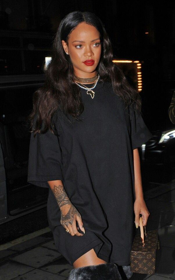 exceptional rihanna all black outfit 9