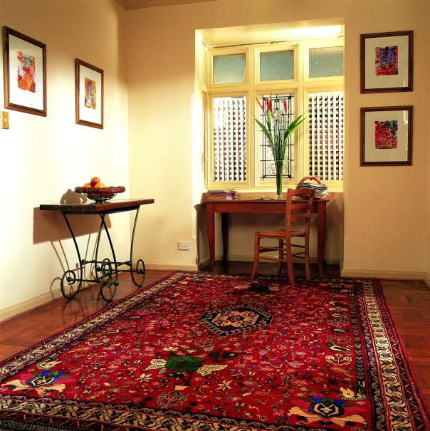 Interior Awesome Red Oriental Rug Decorating Antique Legs Wooden Coffee Table Rustic Desk And Chair The Placement Of Rugs In Deco