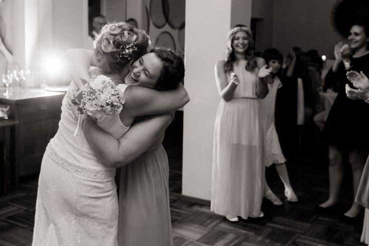 Brautstrauß werfen, Hochzeitsfotograf Mödling, Hochzeitsfotograf Niederösterreich, Hochzeitsfotografie