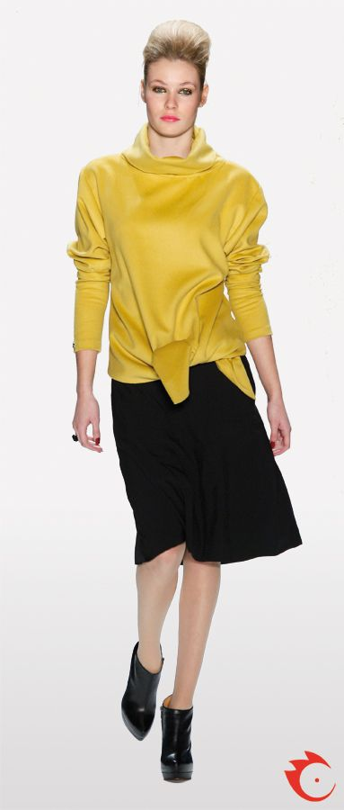 anja gockel stylish knotted yellow pullover in combination with a black flittering skirt