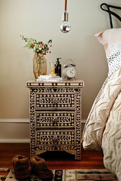 zo'n houten nachtkastje, kan ik zelf beschilderen