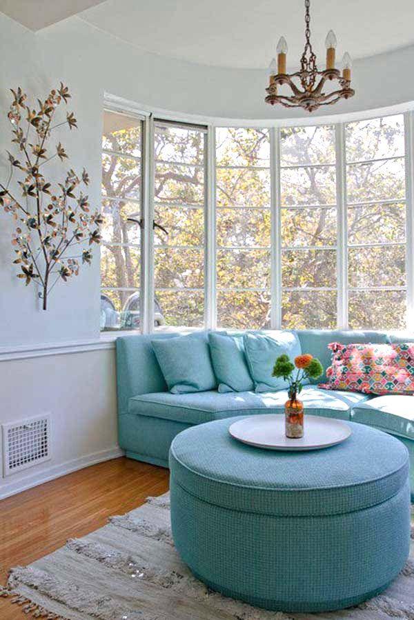 Bay window seating arrangement