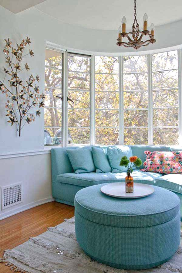 Bay window seating arrangement