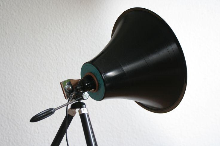 Stativlampe mit Vinyllampenschirm. #upcycling #DIY