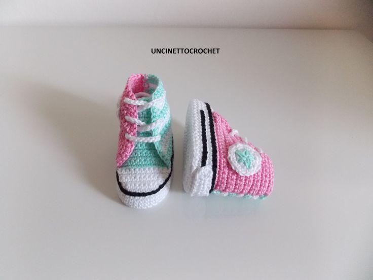 Baby gehaakte converse pasgeboren sneakers door uncinettocrochet