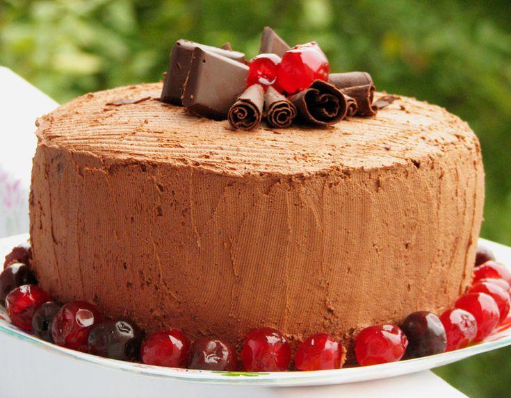 Reteta Tort cu mousse de ciocolata si visine din visinata - Torturi