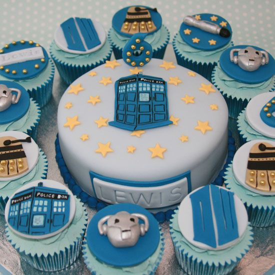 Doctor Who Cupcakes - Delicious in any period of time and space! OMG!! OMG!! What happens when you eat the TARDIS? Does it get bigger when it's inside yo belly?