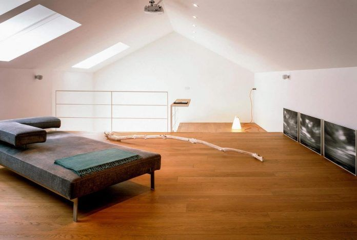 Simple and practical home, a restoration of an old house attic in front of the sea - CAANdesign