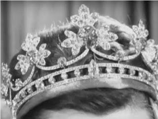 A Ordem Real de Sartorial Splendor: Tiara Quinta-feira: O Northumberland morango Folha Tiara