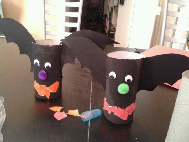 halloween crafts- mini bats