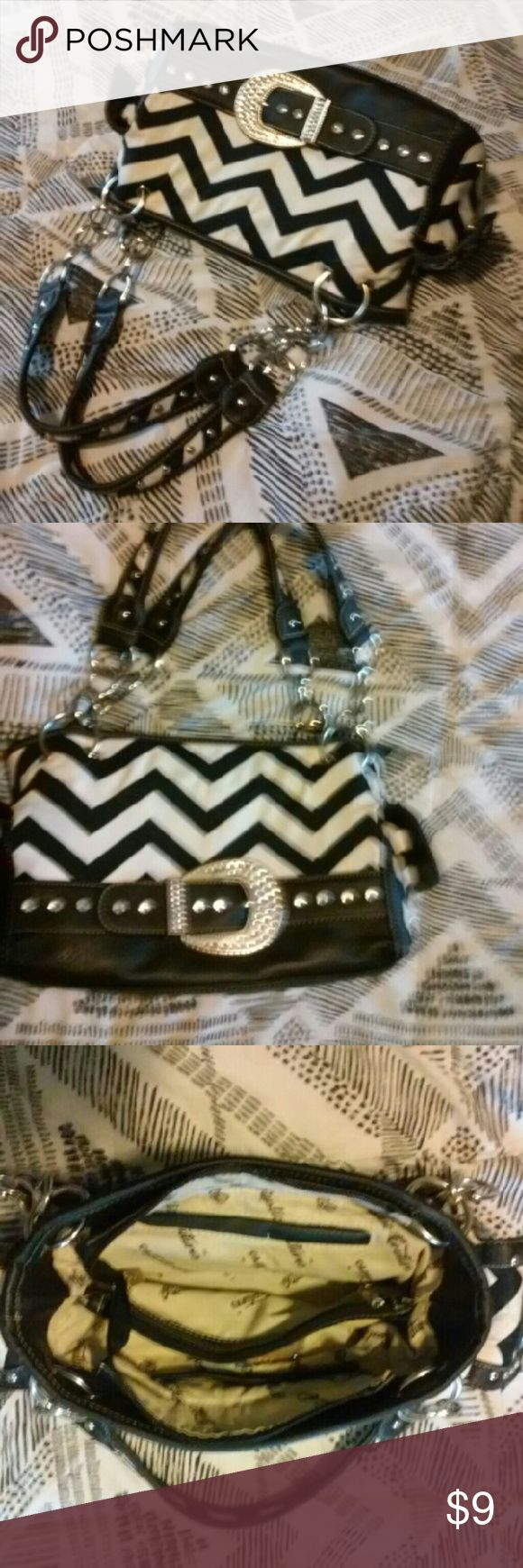 Rustic Coutures chevron purse N.w.t., never used. Super cute, just have too many. Rustic coutures Bags Satchels
