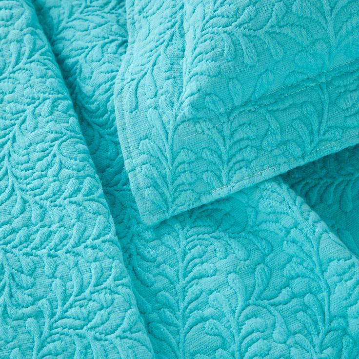Make a statement with intricately stitched branches that twine over our soft cotton matelassé coverlet.