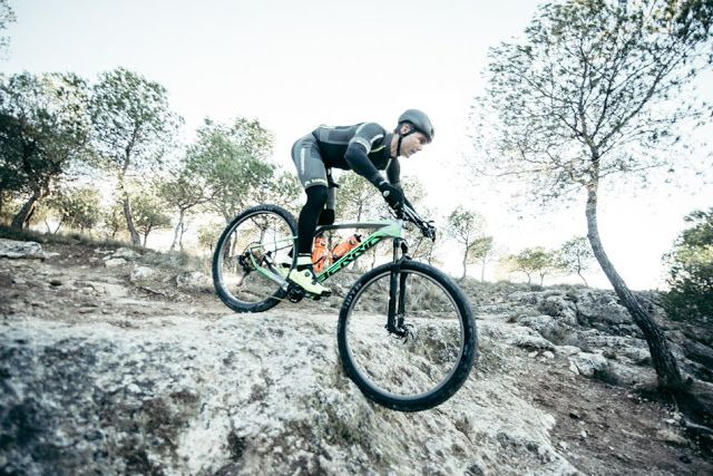 TOP 5 BICICLETAS DE CARRETERA: El Berria Factory Team en la Costa Blanca Bike Rac...