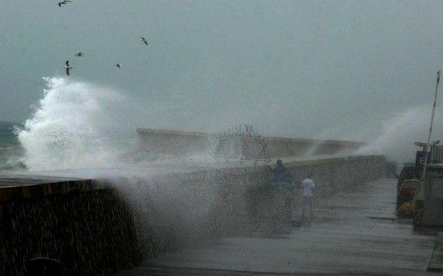 Τροπικός κυκλώνας θα σαρώσει Πελοπόννησο και Κρήτη: Έκτακτο δελτίο επιδείνωσης του καιρού εξέδωσε η Εθνική Μετεωρολογική Υπηρεσία καθώς…