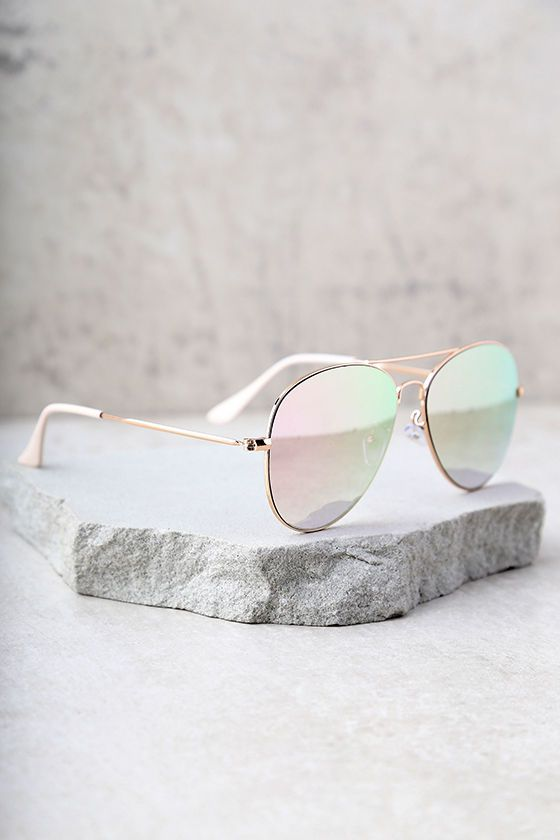 Create a picture perfect look by finishing it off with the Reflection of Perfection Pink Mirrored Aviator Sunglasses! These ultra chic aviators have shiny gold frames and vibrant, mirrored pink lenses. UV 400.