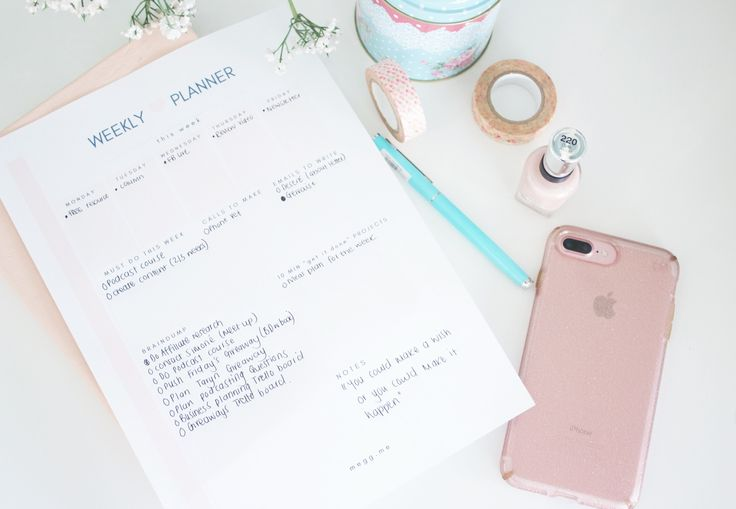 this weekly planner is to help you stay on top of that to-do list. It's also super pretty and free.