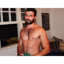 beardstofuck:  Instagram: /bernardovillasboas