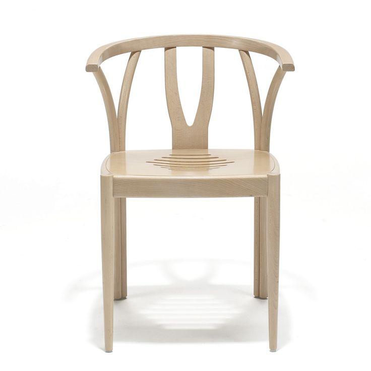 Zidam M. Disponibili in legno massiccio di rovere oppure faggio con finitura oliata. La seduta è in legno massello lavorato. Certificata FSC.