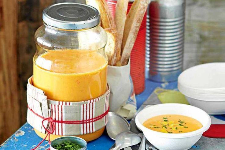 Das Rezept für Scharfe Süßkartoffel-Suppe mit Kokosmilch mit allen nötigen Zutaten und der einfachsten Zubereitung - gesund kochen mit FIT FOR FUN
