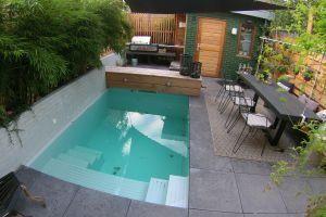 kleine tuin in Eindhoven met plonsbad, buitenkeuken en buitenterras