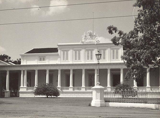 Paleis van de Gouverneur Generaal aan Rijswijk in Batavia circa 1920.
