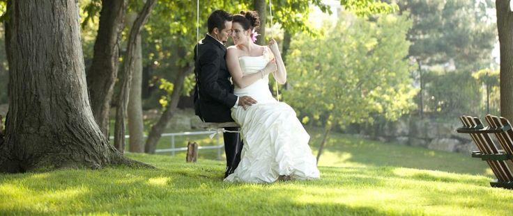 Wedding photography - couple on a old tree swing | www.fotoflare.ca