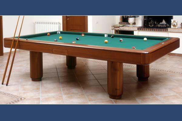 KINGPOOL. Il classico tavolo da biliardo per interni. Adattabile a qualsiasi arredamento, classico o moderno, abbina la sua duttilita' estetica a grandi prestazioni di gioco.
