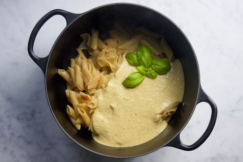 Deze heerlijke macaroni met kaas saus van edelgist vlokken was het antwoord. Perfect voor volwassenen maar ook een geweldig recept voor de kleintjes!