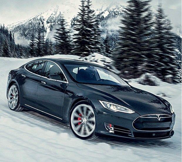 A nova fronteira A Tesla também está na busca pelo carro autônomo – ou seja, sem piloto humano. Não é a única: Google, Apple e até o Uber pesquisam o tema. Os novos modelos de Musk têm radares, sensores e câmeras, que servem para melhorar a segurança. Mas ele promete que, em breve, os motoristas poderão baixar um software para tornar os carros autopilotáveis. (Foto: Divulgação)